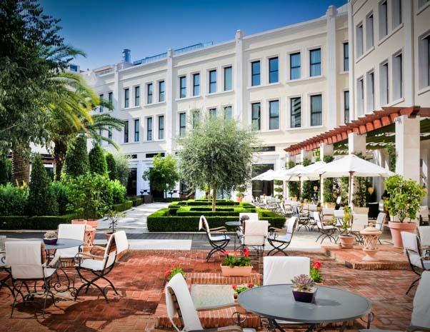 Terraza y jardín del hotel Westin en Valencia en España