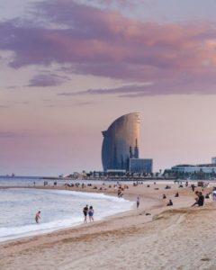Plage de la Barceloneta et hôtel Vela à Barcelone