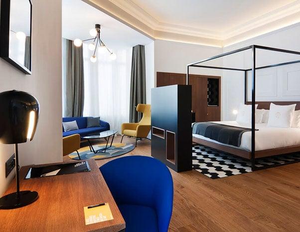 Suite en el hotel One Shot Palacio Reina Victoria en Valencia en España