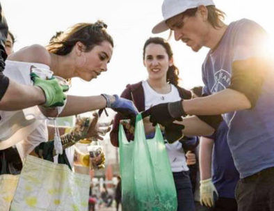 Beach cleaning team building activity in Sitges