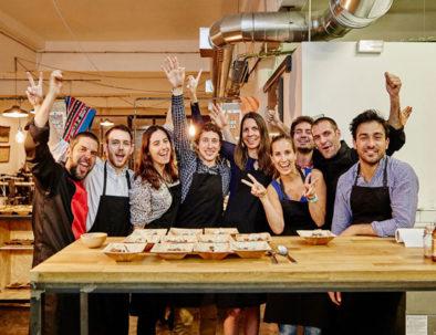 clase de cocina como actividad de team building en Barcelona