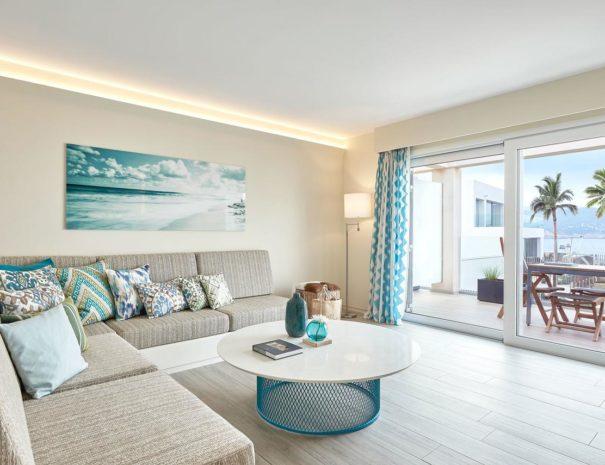 Ibiza 7 pines living room