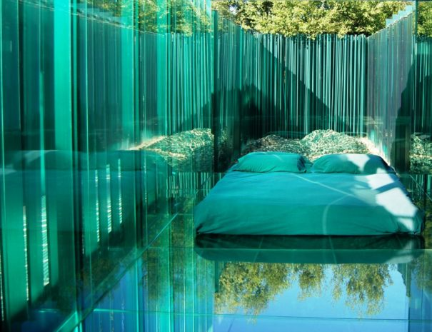 Les cols pavellons hotel bedroom