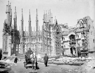 Old-photograph-sagrada-familia-horses