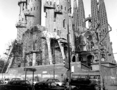 old-photograph-sagrada-familia-construction