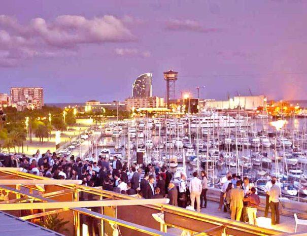 Soirée de Gala sur le plus beau rooftop de Barcelone pour un séminaire en Espagne