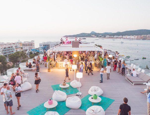 Evénement d'entreprise sur un rooftop à Ibiza en Espagne