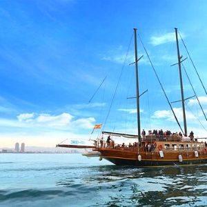 Catamaran and boat tour in Barcelona