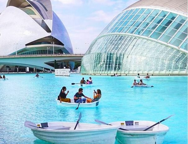 Valencia best team building boat activity at the City of Arts and Sciences