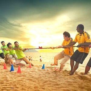 Jeux de plage de team building à Barcelone