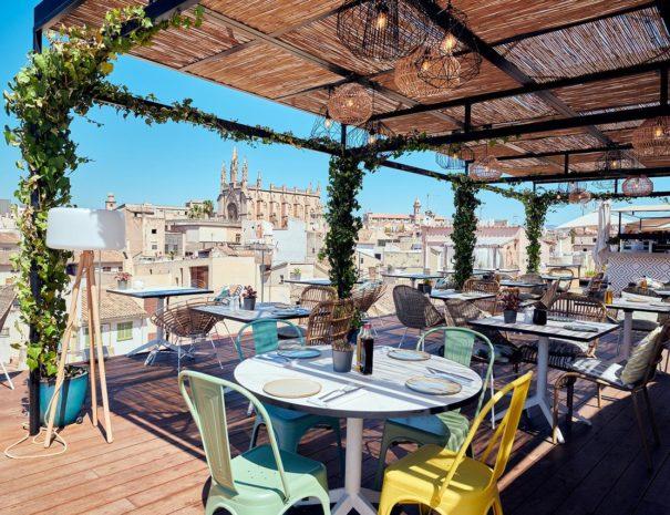 Vista del casco antiguo desde la azotea del hotel Es Princep en Palma de Mallorca