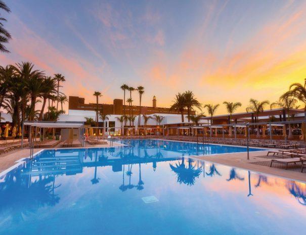 Piscine de l'hôtel Riu Palace Oasis à Grande Canarie