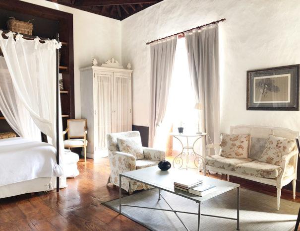 Chambre salon Hôtel Isla Baja Suites