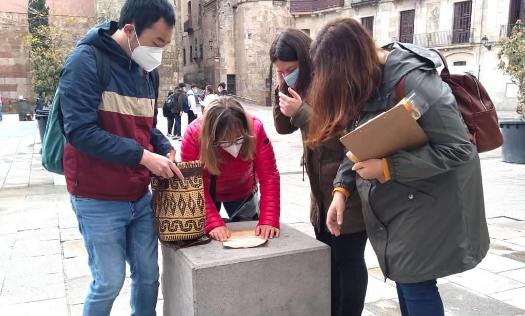 Treasure hunt in Barcelona: a pause for reflection!