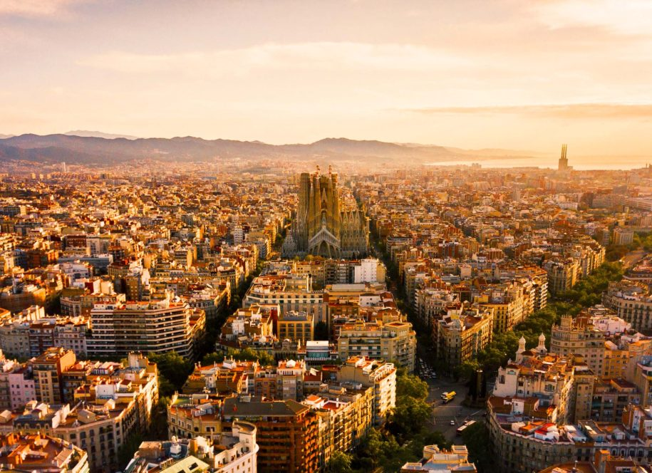 Vista aérea de Barcelona al atardecer