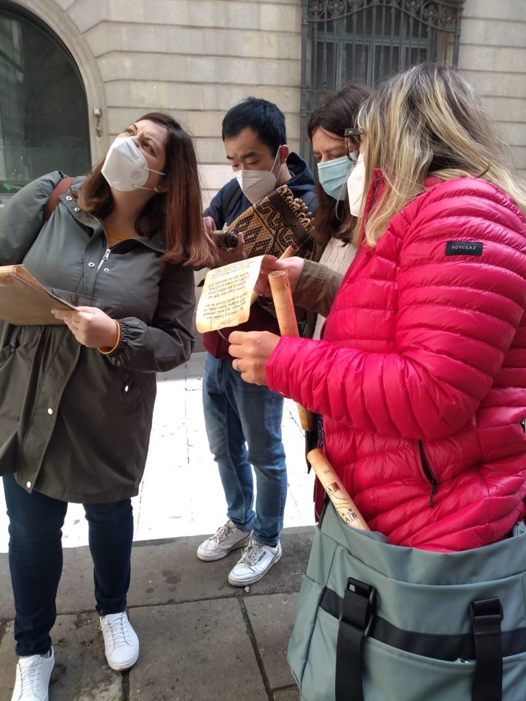 Treasure hunt in Barcelona: observe, search, guess...