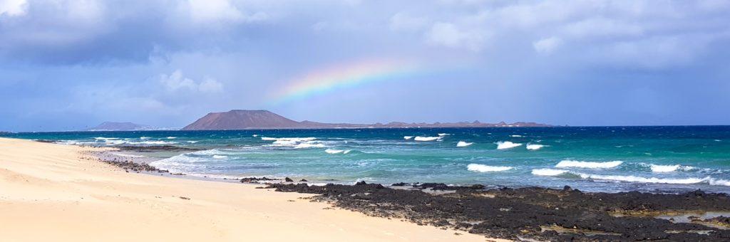 Playa y olas en Fuerteventura