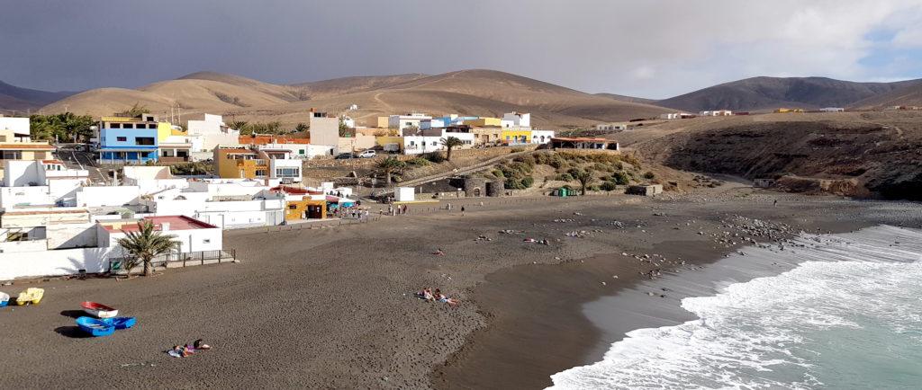 Playa de arena negra en Fuerteventura