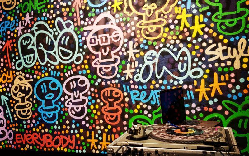 Secret Barcelona - el Xupete negre street art tour